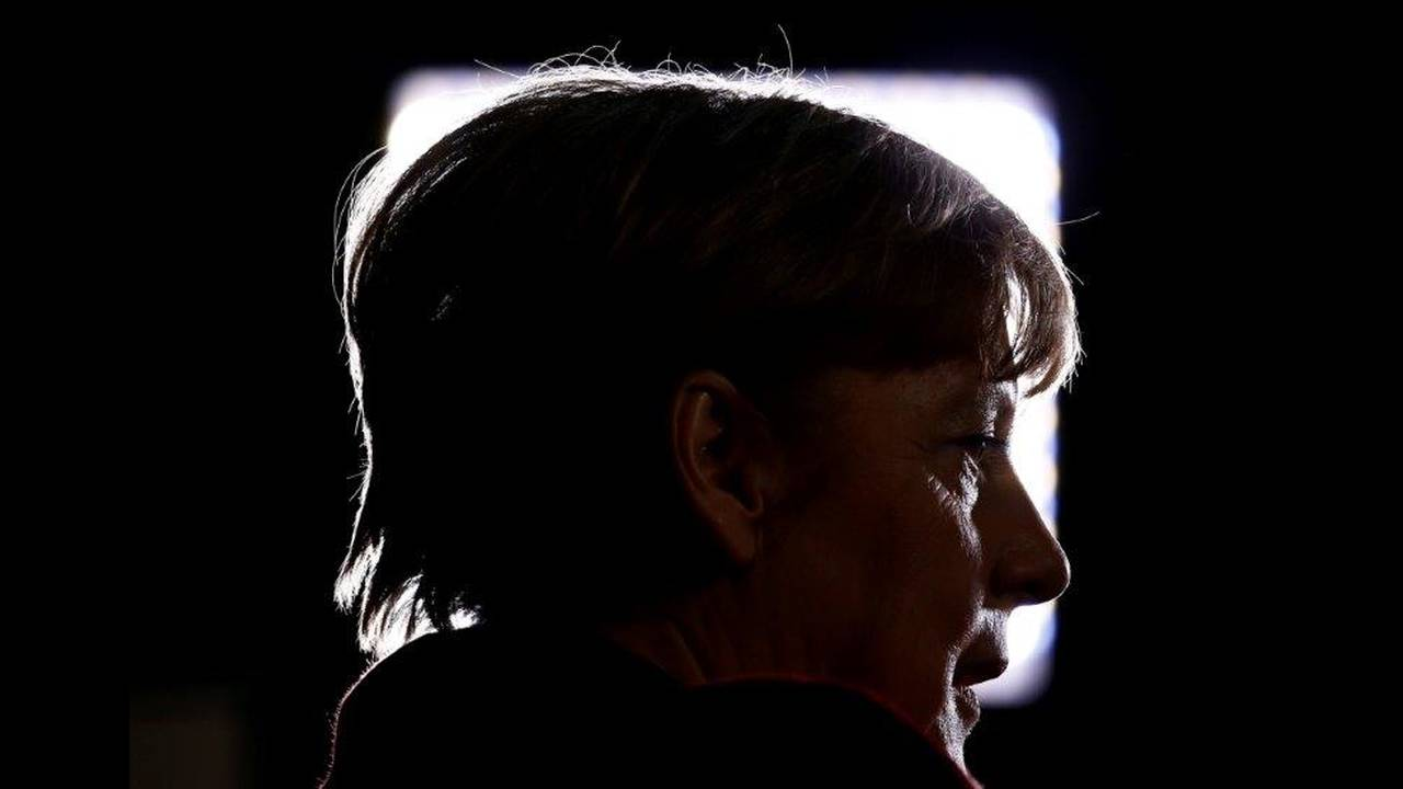 https://cdn.cnngreece.gr/media/news/2018/10/29/152532/photos/snapshot/2018-10-29T092953Z_599641605_RC1FFD8EF590_RTRMADP_3_GERMANY-POLITICS-MERKEL.jpg