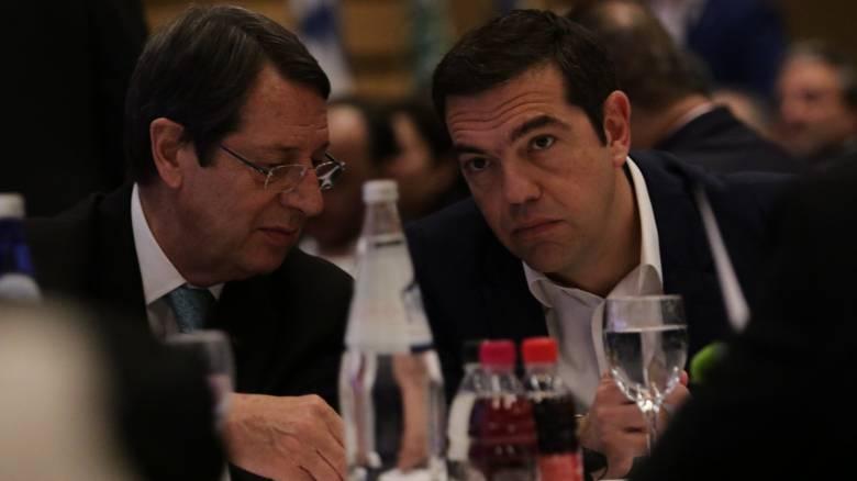 Για τις εξελίξεις στο Κυπριακό ενημέρωσε τον Αλ. Τσίπρα ο Νίκος Αναστασιάδης