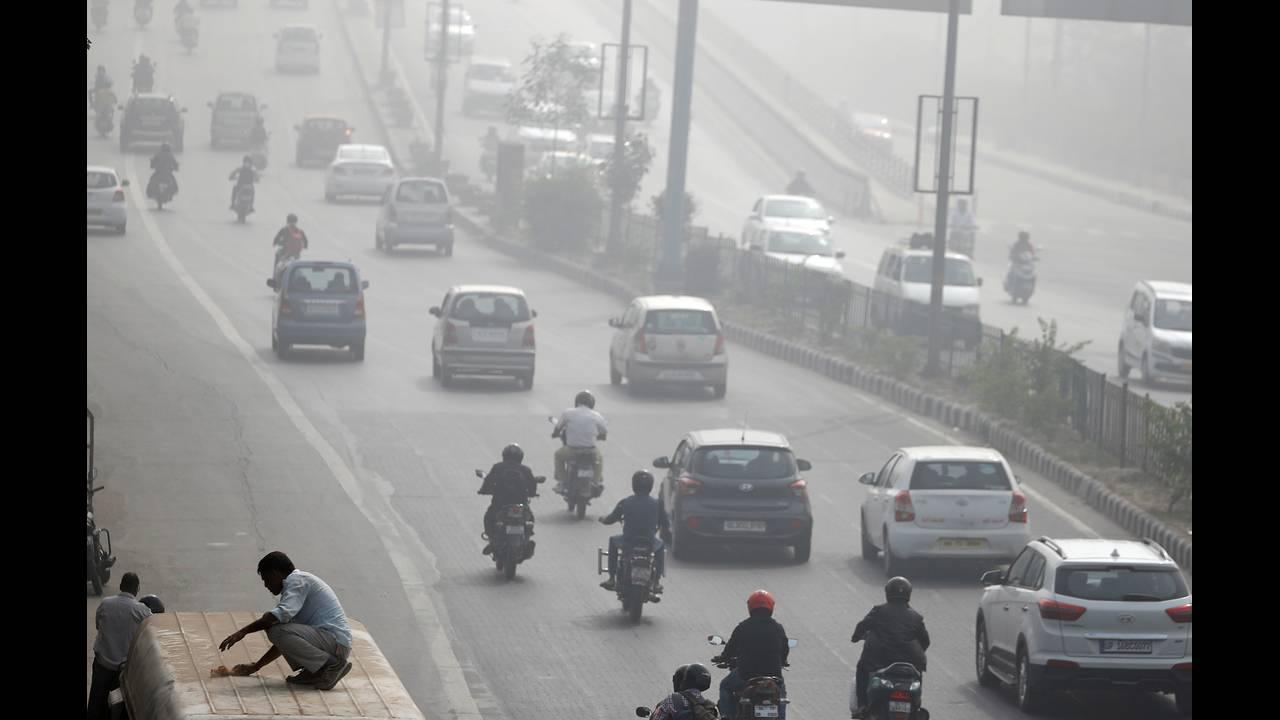 https://cdn.cnngreece.gr/media/news/2018/10/29/152594/photos/snapshot/2017-11-10T075824Z_1926599456_RC183FFB42A0_RTRMADP_3_INDIA-POLLUTION.JPG