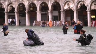 Σφοδρή κακοκαιρία στην Ιταλία: Επτά οι νεκροί – «Βυθίστηκε» σχεδόν ολόκληρη η Βενετία
