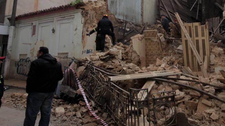 Μερική κατάρρευση κτηρίου στον Πειραιά