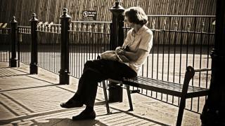 Η μοναξιά μπορεί να αυξήσει κατά 40% τον κίνδυνο άνοιας