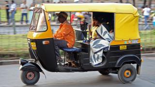 Οι Ινδοί αγοράζουν τουλάχιστον 11.000 ηλεκτρικά τρίκυκλα κάθε μήνα