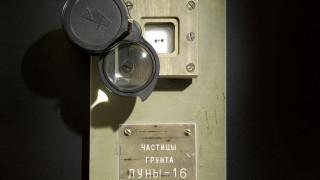 Στο «σφυρί» δείγμα σεληνιακού εδάφους από τη σοβιετική εποχή