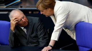 Σόιμπλε: Η Μέρκελ πήρε τη σωστή απόφαση την κατάλληλη στιγμή