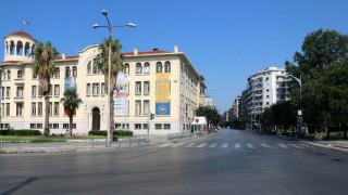 Θεσσαλονίκη: Καθημερινοί βανδαλισμοί στην αναπλασμένη πλατεία Χρηματιστηρίου
