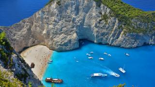 Ζάκυνθος: Άλλαξε χρώμα η θάλασσα στο «Ναυάγιο» μετά τον σεισμό