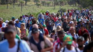 Δεύτερο καραβάνι με 2.000 μετανάστες κατευθύνεται προς τις ΗΠΑ