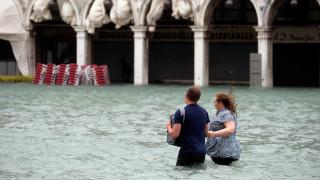 «Υποβρύχια» Βενετία: Πλημμύρισαν τα 3/4 της Γαληνοτάτης - Τουλάχιστον 11 οι νεκροί στην Ιταλία
