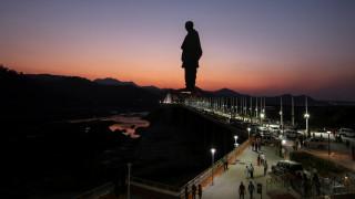 Παγκόσμιο ρεκόρ αλλά για λίγο: Αποκαλυπτήρια στην Ινδία για το ψηλότερο άγαλμα στον κόσμο
