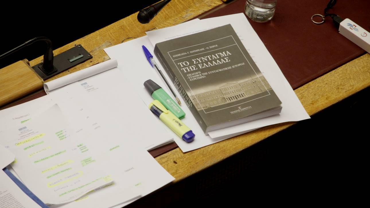 Νέοι διαξιφισμοί Μαξίμου-ΝΔ για τη Συνταγματική Αναθεώρηση