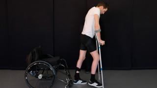 Τρεις παραπληγικοί περπάτησαν ξανά χάρη σε νευροτεχνολογική μέθοδο