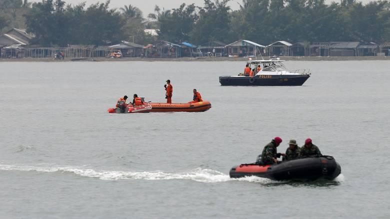Συντριβή αεροσκάφους Ινδονησία: Ανασύρθηκε ένα από τα «μαύρα κουτιά»