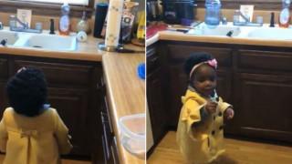 Αξιαγάπητο νήπιο εκνευρίζεται με την Alexa και γίνεται viral
