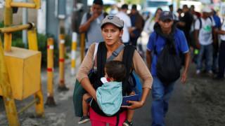 Μεξικό: Γεννήθηκε το πρώτο μωρό στο καραβάνι μεταναστών που κατευθύνεται στις ΗΠΑ