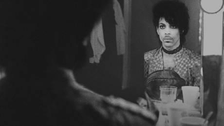Netflix: με ολόκληρη σειρά από ντοκιμαντέρ αποτίνει φόρο τιμής στον Prince