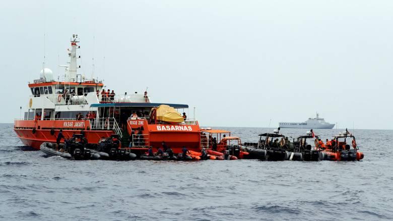 Συντριβή αεροσκάφους Ινδονησία: Επιβάτες βρέθηκαν δεμένοι σε καθίσματα - Τα καρέ από τα συντρίμμια