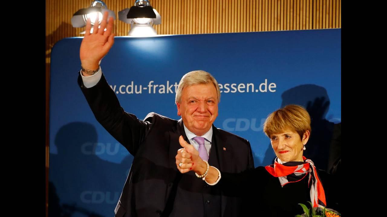 https://cdn.cnngreece.gr/media/news/2018/11/03/153220/photos/snapshot/2018-10-28T174213Z_1615097349_RC11F4EB1070_RTRMADP_3_GERMANY-POLITICS-HESSE-REACTIONS.jpg