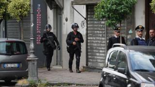 Ιταλία: Μαφιόζος εισέβαλε σε ταχυδρομείο και κρατά ομήρους