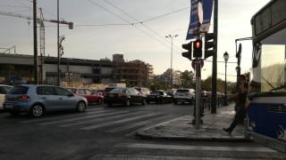 Μποτιλιάρισμα στο ύψος του Καλλιμάρμαρου – Χύθηκαν λάδια στο δρόμο