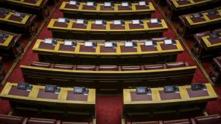 Ανεβαίνουν οι τόνοι μεταξύ ΣΥΡΙΖΑ και ΝΔ για τη συνταγματική αναθεώρηση