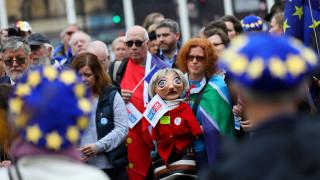Ανθρώπινη αλυσίδα στην Ντάουνινγκ Στριτ για τα δικαιώματα των πολιτών μετά το Brexit