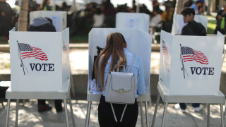 Ενδιάμεσες εκλογές ΗΠΑ: Οι επτά Ελληνοαμερικανοί που διεκδικούν την είσοδό τους στο Κογκρέσο