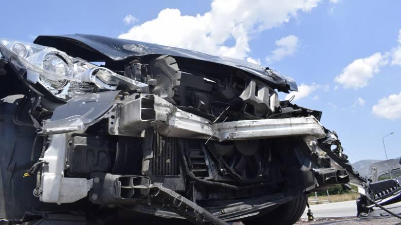 Σφοδρό τροχαίο στο δρόμο Λιβαδειάς-Αράχωβας: Άμορφη μάζα τα αυτοκίνητα, ζωντανοί οι επιβάτες