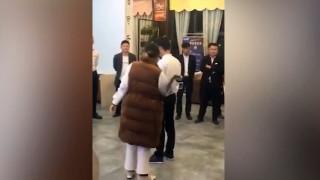 Κίνα: Διευθυντές μαστιγώνουν υπαλλήλους επειδή δεν πέτυχαν τους στόχους πωλήσεων