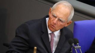Σόιμπλε: Δεν είναι και η συντέλεια του κόσμου η αποχώρηση της Μέρκελ από την ηγεσία του CDU