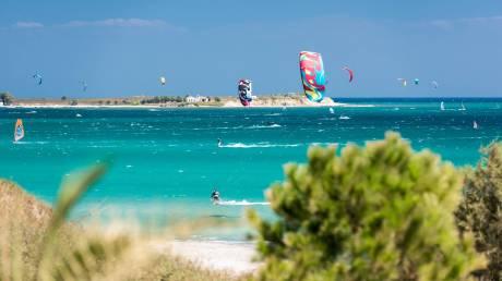 Το surf club που μέσω Facebook προσελκύει πελάτες από όλο τον κόσμο
