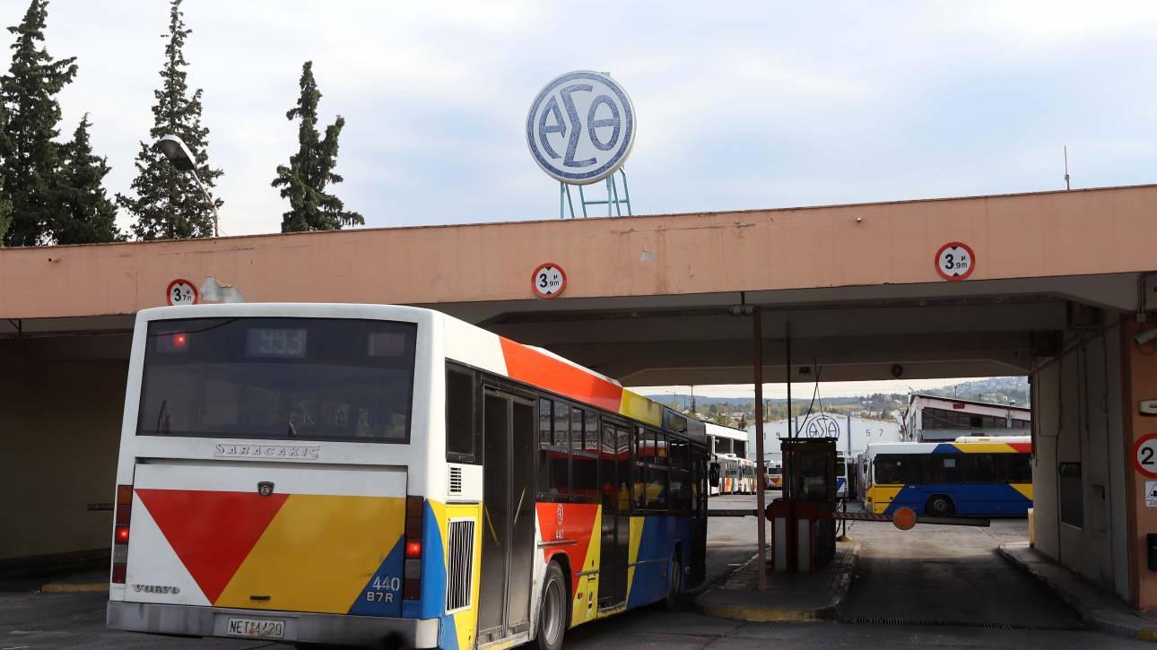 Θεσσαλονίκη: Λεωφορείο του ΟΑΣΘ έπεσε πάνω σε σταθμευμένα αυτοκίνητα