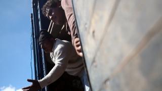Βρετανία: 21 μετανάστες από το Βιετνάμ βρέθηκαν μέσα σε φορτηγό - ψυγείο