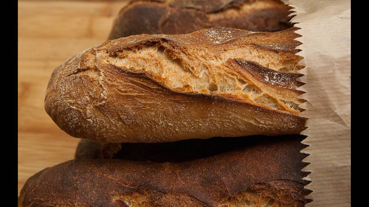 https://cdn.cnngreece.gr/media/news/2018/11/09/154039/photos/snapshot/bread-1761197_1920.jpg