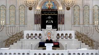 Η Μέρκελ τιμά τους Εβραίους που έπεσαν θύματα των Ναζί τη «Νύχτα των κρυστάλλων»