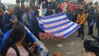 Αλβανία: Ανεπιθύμητοι 52 Έλληνες που βρέθηκαν στην κηδεία του Κατσίφα