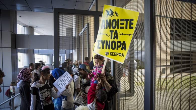 Περισσότεροι από 16.000 αιτούντες άσυλο έχουν μεταφερθεί από τα Κέντρα Υποδοχής και Ταυτοποίησης