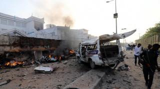 Σομαλία: Τουλάχιστον 17 νεκροί από επίθεση καμικάζι με παγιδευμένα αυτοκίνητα