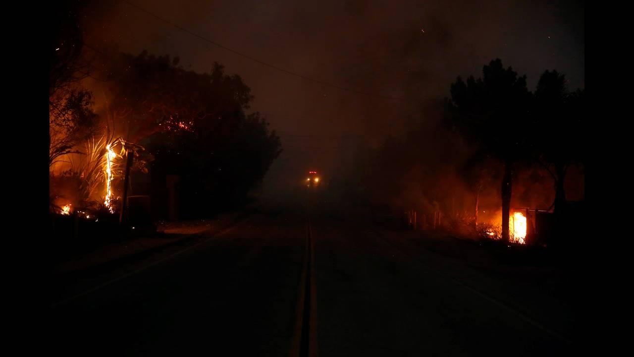https://cdn.cnngreece.gr/media/news/2018/11/10/154173/photos/snapshot/2018-11-10T075755Z_1027679656_RC1D4A5375F0_RTRMADP_3_CALIFORNIA-WILDFIRES.JPG