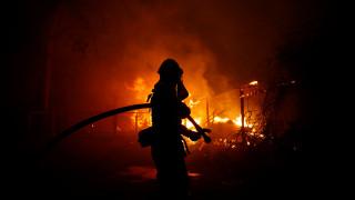 Φωτιά Καλιφόρνια: Πατέρας τραγουδά στην κόρη του καθώς διαφεύγουν από τις φλόγες