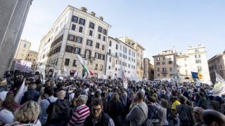 Ρώμη: Xιλιάδες άτομα διαδήλωσαν κατά του αντιμεταναστευτικού διατάγματος