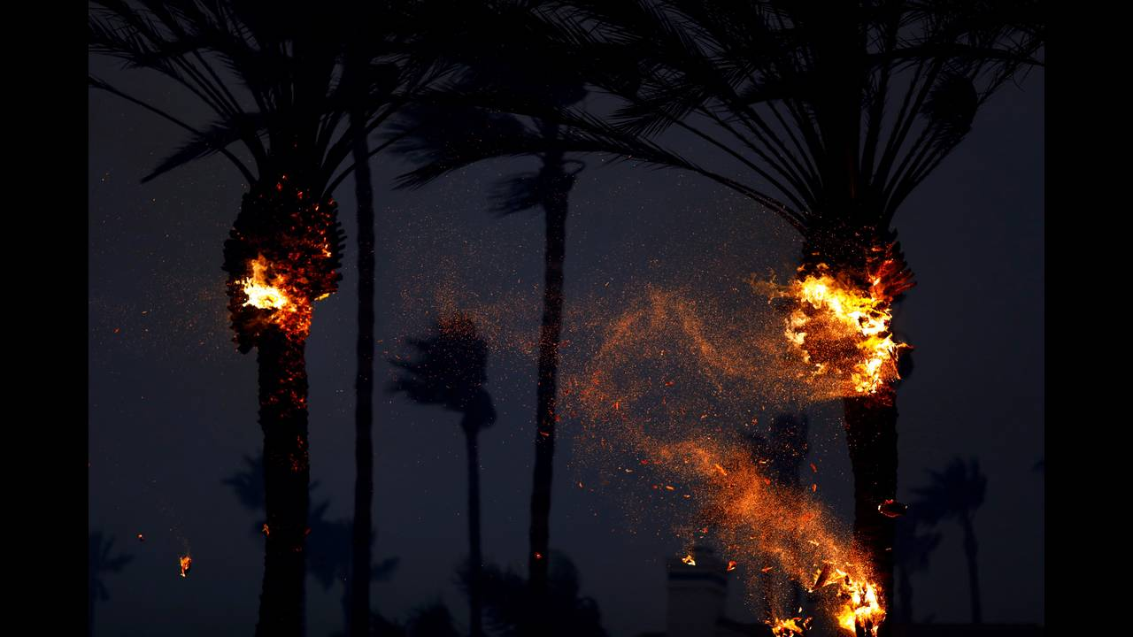 https://cdn.cnngreece.gr/media/news/2018/11/11/154202/photos/snapshot/2018-11-10T080123Z_1790164082_RC132FA6ED50_RTRMADP_3_CALIFORNIA-WILDFIRES.JPG