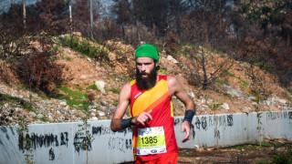 Μαραθώνιος 2018: Μαραθωνοδρόμοι έτρεξαν με «φόντο» τα καμένα στο Μάτι