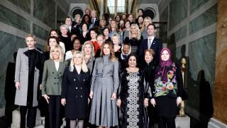 Παρίσι: Οι σύζυγοι των ηγετών γευμάτισαν στις Βερσαλλίες