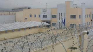 Αιματηρή συμπλοκή στις φυλακές Δομοκού με δύο τραυματίες