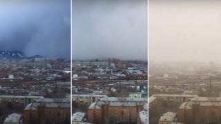 Βίντεο: Tσουνάμι χιονιού «καταπίνει» πόλη στη Σιβηρία
