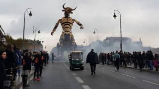 Γιατί ένας γιγάντιος ρομποτικός Μινώταυρος βγήκε «βόλτα» στους δρόμους της Τουλούζης