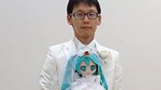 «Ήμουν ερωτευμένος μαζί της πάντα»: Ιάπωνας παντρεύτηκε τρισδιάστατο ολόγραμμα