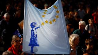 Κάλπες ή δημοψήφισμα: Το Εργατικό κόμμα πιέζει τη Μέι για το σχέδιο του Brexit