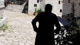 Σάλος με ναυτικό που κατηγόρησε ιερέα ότι του «έκλεψε» τη γυναίκα!
